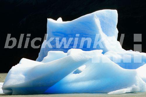 blickwinkel - blaues Eis im Grey-See, Chile, Patagonien ...