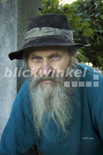 blickwinkel  Alter Mann mit Bart Moldawien  old man with a