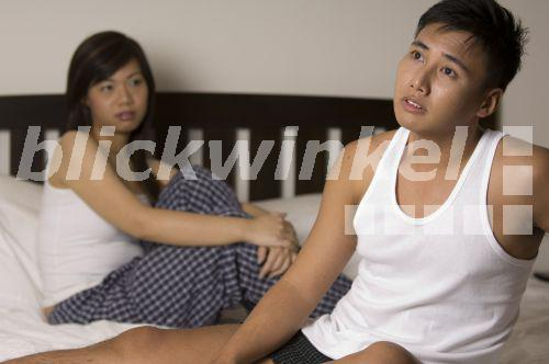 Girl Sitzt Auf Dem Gesicht Seiner Freundin