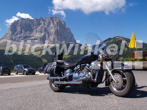 Blickwinkel Motorrad Am Strassenrand Berggipfel Im