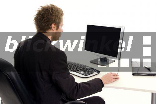 Mann Am Schreibtisch 2021